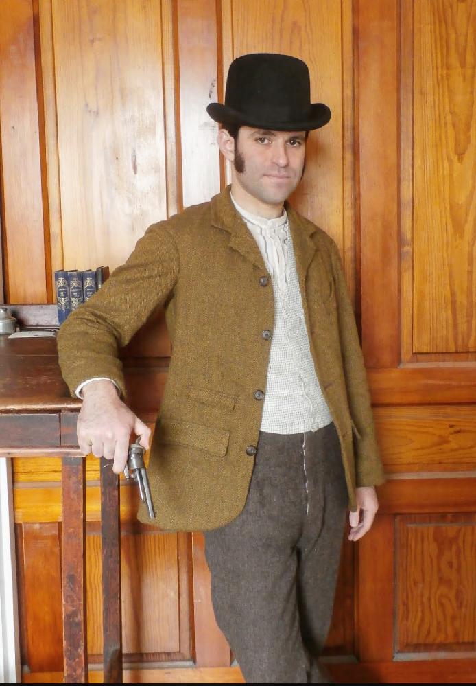 こちらの男性のテーラードジャケットの着こなしをどう思いますか?