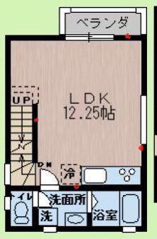 LDKのレイアウトの質問です。 中古物件のなのですが、リフォーム後にキッチンが少し大きくなっており、図面の冷蔵庫置き場に置けなくなってしまっています。 この場合どんなレイアウトが良いでしょうか? 赤い印はコンセントの場所です。