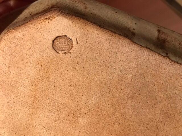 以前愛知県の瀬戸物まつりで買ったお皿のお店の名前か、陶芸家さんの名前を知りたいです。 お皿の裏には「順」と書いてあります。