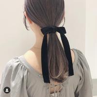 画像のヘアカラーは何色というのでしょうか??赤っぽいような紫っぽいなような焦げ茶のような。。 また、ブリーチなしでこの色は出ると思いますか??ちなみにまだ髪を染めたことはありません。。