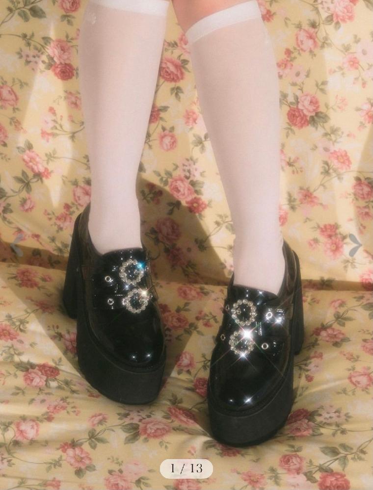 BUBBLESの写真の靴を買おうと思っているのですが37と38どちらがいいかで迷っています。 普段のサイズは23.5cmです。 お持ちの方いらっしゃいましたらご回答お待ちしてます。 (37 23...