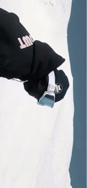 このスキーヤーが着けてるゴーグルどこのブランドのゴーグルか教えてください!!! できればゴーグル名も教えて貰えると助かります。