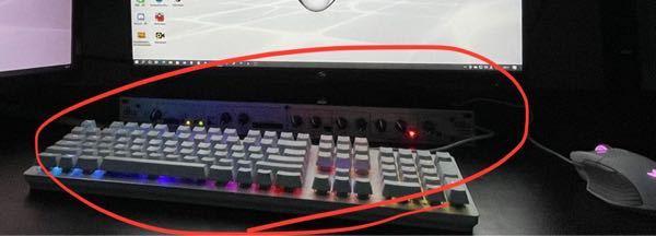 このマイクプリアンプ?コンプレッサー?みたいな実機ってなにかわかる方いますか?