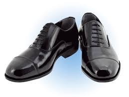 自宅でピアノを裸足で弾く時ペダルに水虫菌はペダルに移りますか? 靴を履いた方が良いでしょうか?移るのであればこの靴を履こうと思っています。