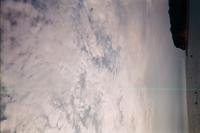 カメラ屋さんへ写ルンですの 現像へ行ったのですが 全ての写真の同じ位置に 緑の線が入っていました。 これはカメラレンズの傷なのでしょうか ご回答よろしくお願い致します。