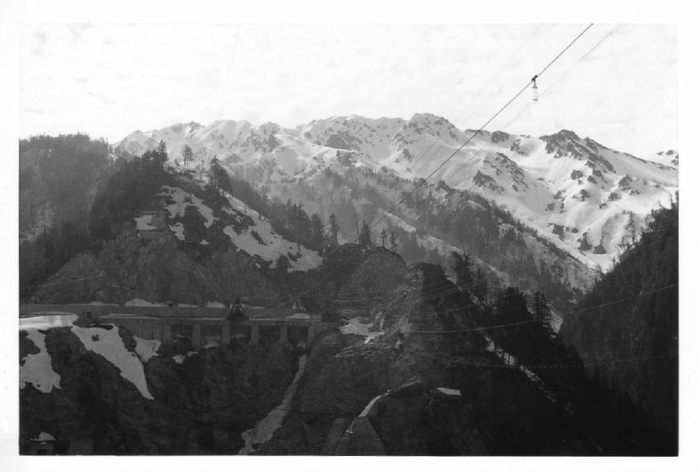 古い写真です。どうもダムのようですが、どこだかわかりますか。
