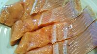 魚市場で買ってきた塩ジャケが、家に帰ってきて見たら身がドロドロになっていました(T_T)  食べられますか?