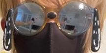 このサングラスってどこのサングラスか分かりますか?? 画像はちょこらびのさくらくんの物をお借りしてます。