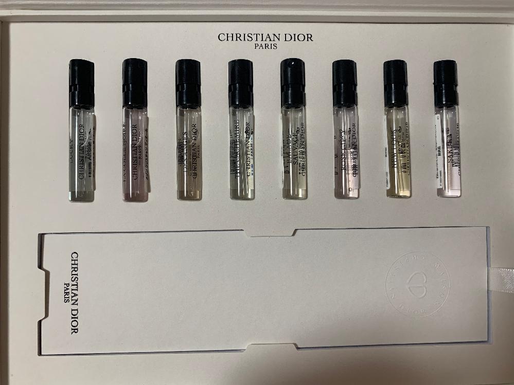Diorで香水を買ったときにお試しでこれを貰ったので試してみようと思ったのですが、硬く固定されててなかなか取り出せません。 何かいい方法があれば教えてください。