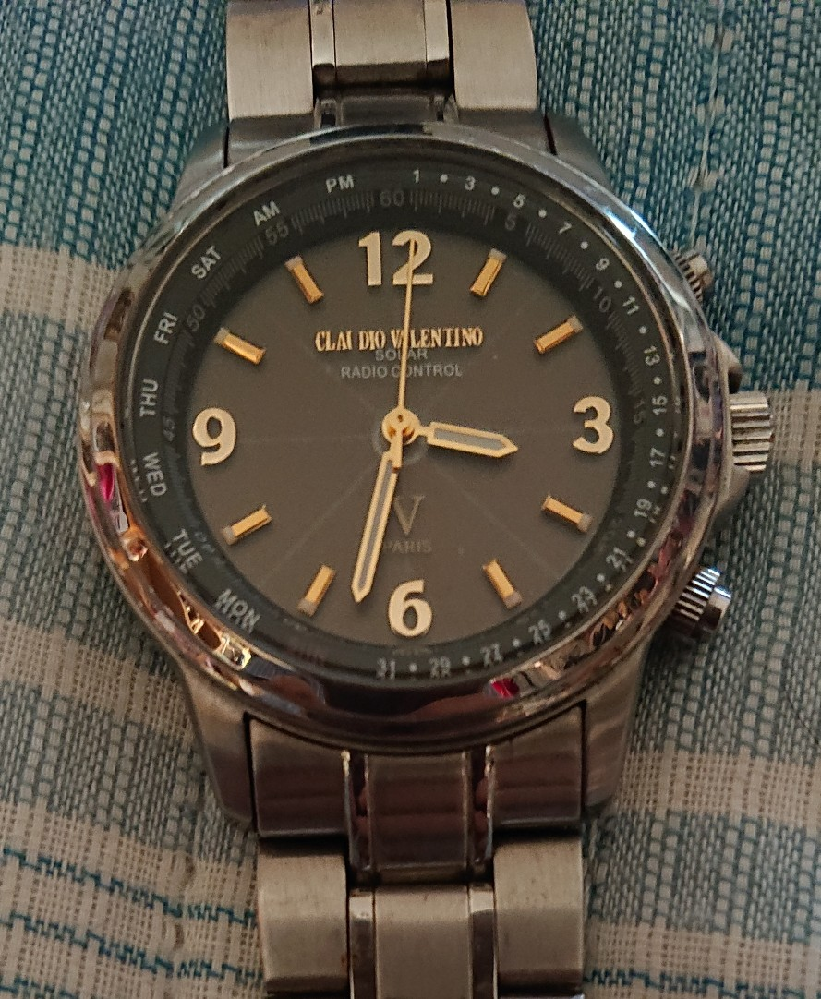 CLAUDIO VALENTINOの電波腕時計の自動時刻合わせ(電波キャッチ)の方法を教えて下さい。友人が貰った物らしいのですが、説明書なく、検索しても出てきません。