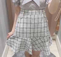 このスカートにあう服を探してます。出来ればニット素材?がいいですㅠㅠ 着るのは12月です。   量産型 現場