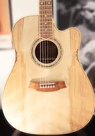 アコギ 高校生です。今アコギ k.yairi rf-k7-ova vs(8万5千円) を持ってます。ですが、ボディが少し小さく、形が好みではなかったのでどうにも落ち着きません。1年弾きました。 なので、このギターをフリマで出 来るだけ高価格で売って、この同じシリーズの全く同じ値段のボディのサイズだけドレッドノートのを買おう!(kヤイリ yw k7 ova) と思っていま出品してるのですが、少し今悩んでます。 まず今持ってるシリーズのものは、 ・トップ単板サイドバック合板 ・スケール(弦長)が645ミリなんですが、少し長いです。(希望は630前後) 僕の今後のプランとしては、大学入ったらとりあえずバイトして、20〜30万前後の本気のアコギ一本買おうと思ってます。 高校の間は勉強があり、また校則よりバイトができないので親のお金で買わせていただいてます。 そこで、大学入って高いギター買ったら、もし今ここでヤイリさんの同じシリーズの持ってたら、今買った(買うつもりの)ものが安物のように感じてしまって、弾かなくなるんじゃないか。と それはあまりにももったいない。。 せっかくなので、30万のはエレアコ、今買うつもりのものは生アコにして、どっちも気持ちよく弾きたいんです。 どうせだったら、10万くらいに頑張って親に頼んで出してもらって、オール単板のドレッドノートのアコギ買ってもらった方がいいですよね。 ーーーーーーーーーーーーーーーーーーー と思い調べてみると、モーリスM-80 Ⅱ というコスパ最強のアコギが!!!! でもスケール調べてみたら、652ミリでした。流石にデカすぎますよね。10万は炊いたのに、また不満になるんじゃないかと思い。。。 ヤイリさんの8万の合板単板のギターか、10万オール単板ギターどっちのほうがいいですかね。。 意見をいただきたいです。 10万のいい感じのアコギ(ドレッドノート)あれば教えて欲しいです。 理想のデザインは、写真のようなキラキラした感じのイメージです。(ただ、このデザインはコールクラークさんしかないと思うので、あくまでイメージで。。) 貝殻のインレイとか、光沢の塗装とかが好きです… (注文ばかりすみません。