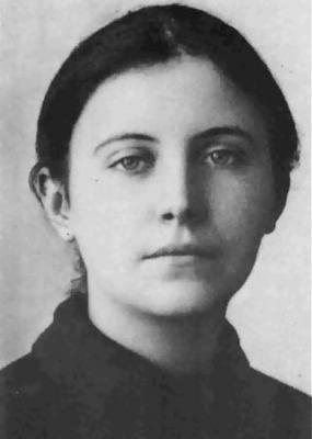 ちょ、、、此の写真の女性は、フランスのリジューのテレーズだと思うのですが、若い頃の聖マザーテレサだと記載されているサイトも、、、 どちらが正しいのでしょうか?