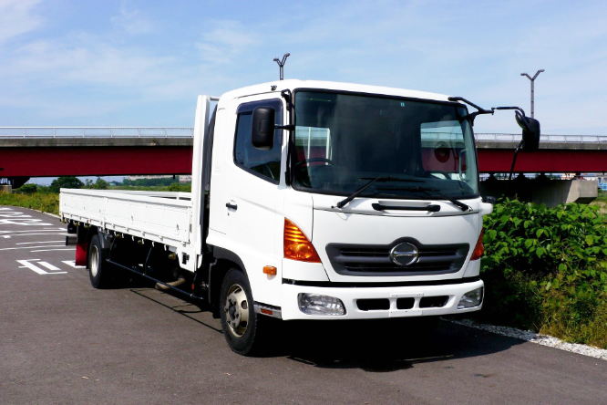 何故いすゞ、三菱ふそう、日野自動車はトラックやバス頑張ってるのに日産ディーゼルはなくなっちゃったんですか?
