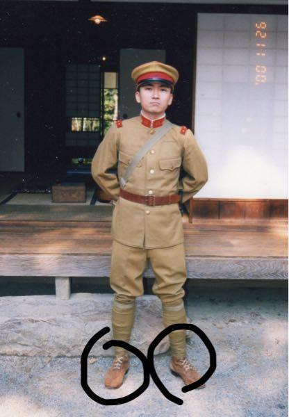 日本陸軍の兵隊は軍服を着る時は常に巻脚絆を付けなきゃいけない(ズボンの形が脚絆を巻く前提で作られてる為 脚絆が無いと不格好になるから)と聞きました。 靴は脚絆の中に入れなきゃいけない(写真のように)そうですが、部屋に入る等で靴を脱いだり履いたりする時は毎回脚絆を巻き直していたんですか?