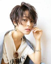 ネットにあったのですが、こういう女性の髪型がめちゃくちゃ好きです。 これは何という髪型になるのでしょうか??