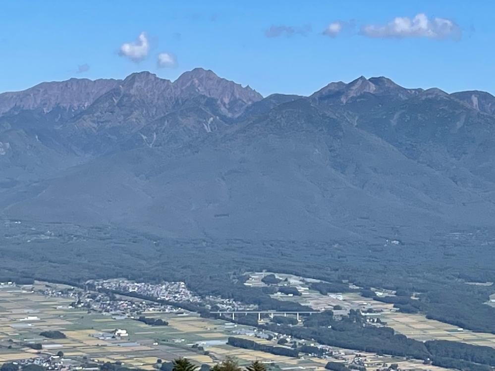 この山がどこかわかる方がいらっしゃいましたら、教えてください。