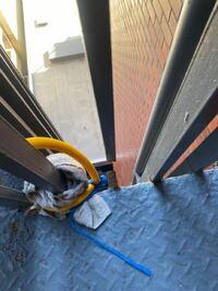 マンションの非常階段の部分が断裂していますが崩壊しますか?