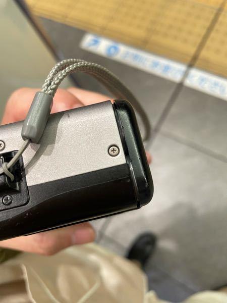 フィルムカメラのcanon autboys を使っています。 電池を入れるところを蓋を閉めてネジで止めても、蓋が浮いてくるんですが、同じようになった方おられますか。 2台目なので、1台目の電池蓋...