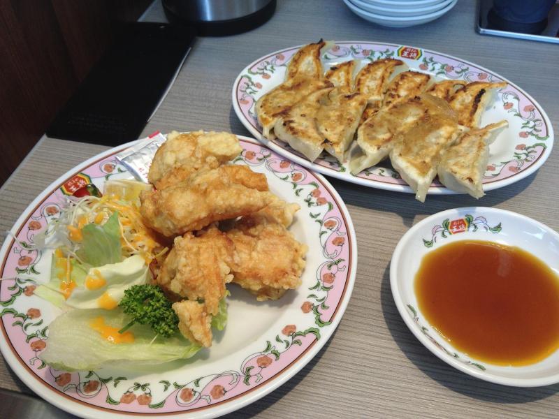 こんにちは 皆さんは 鶏の唐揚げと餃子 どちらが好きですか??