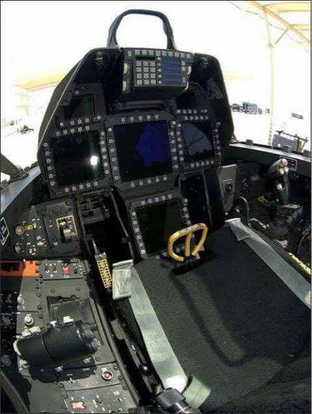 戦闘機クイズ これは何の戦闘機のコックピットでしょう?
