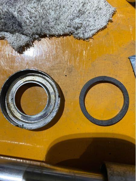 HONDA ST50 ダックスのフロントフォークにあるこの写真の右の部品の名前教えてください。m(_ _)m