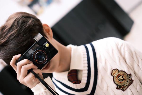 添付の写真のカメラの名前わかる方いらっしゃいますでしょうか? canon