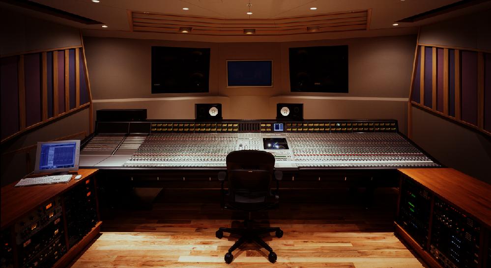 レコーディングスタジオって、ものすごい数のスイッチが並んでいるけど、こういう音の時はどこのスイッチを弄るってみんな理解してるんですか?