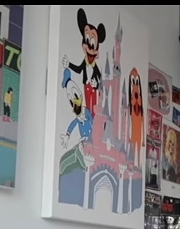 けみお氏の部屋に飾っているディズニーシンデレラ城のアートパネルは どこかに売っているものなのでしょうか?