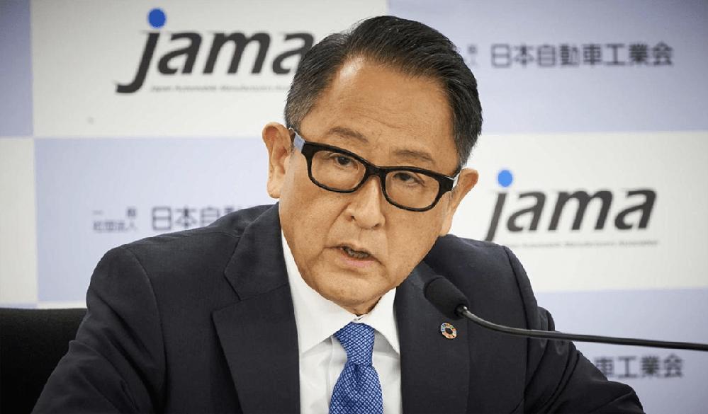 豊田章男氏は日本の総理大臣にならないのですか。 ・・・・・・・・・・・・・・・・・・・・・・・ よく分からないのですが。 豊田章男氏はそろそろトヨタを定年退職だと思うのですが。 定年退職後は日本の総理大臣にならないのですか。 と質問したら。 無理。 という回答がありそうですが。 よく分からないのですが。 取りあえず愛知県から立候補すればトヨタ社員やトヨタ関連からの票で余裕で当選すると思うのですが。 その後5年くらいで国政に登りつめて一気に総理大臣になれるのでは。 それはそれとして。 豊田章男氏の政治力なら国政でも通用すると思うのですが。 余談ですが。 豊田章男氏が総理大臣だったらF1日本GPも開催されていたのでは。
