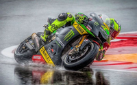 なぜmotogpて雨でもコケないのですか。 ・・・・・・・・・・・・・・・・・・ よく分からないのですが。 F1が雨でもレースが出来るのはタイヤが4本あるからだと思うのですが。 よく分からないのですが。 motogpてタイヤが2本しかないのになぜ雨のレースでもコケないのですか。  と質問したら。 F1はダウンフォースでタイヤをグリップさせている。 という回答がありそうですが。...