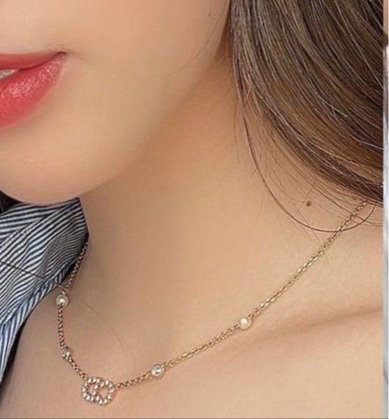Diorのネックレス(写真)を購入したいのですが、 静岡か神奈川でアクセサリーやバッグなどを置いてる大きめの店舗ありますか?
