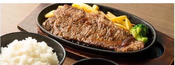 【至急】この写真のステーキセットの店舗と値段教えてください。 ステーキ、ご飯、みそ汁?(スープかも)が付いているようです。 場所は東京のお店だということ、値段はそんなに高くないということが分かっています。