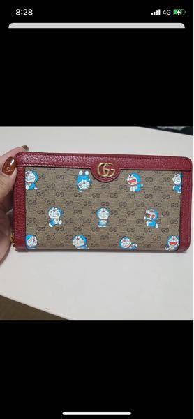 できるだけ多くの意見が欲しいです。 25歳女でこの財布を使っていたらダサいと思いますか? 欲しくて悩んでいます。ドラえもんが大好きです