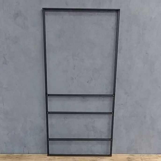 キッチンに吊り下げシェルフを取り付けたいのですがビスの長さは何㎜で取り付けすれば良いでしょうか? 天井に接するフラットバーの厚みは4.5㎜になります。取り付け穴の径は5㎜です。