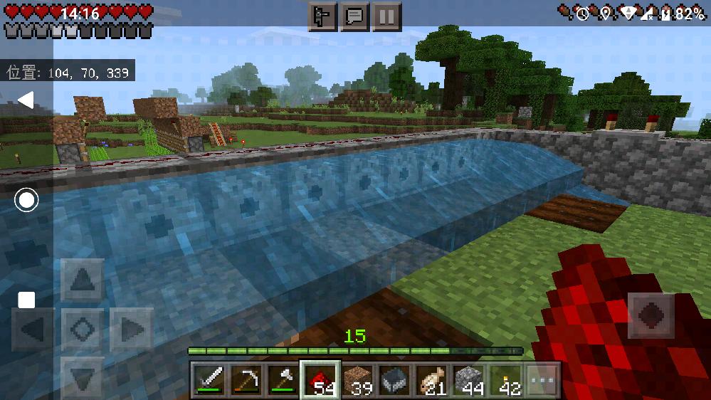 マイクラで質問です。 水流収穫式の畑を作っていますが、発射装置からでた水が2マスで止まってしまいます。何でかわかる方いますか?アドバイスお願いします!