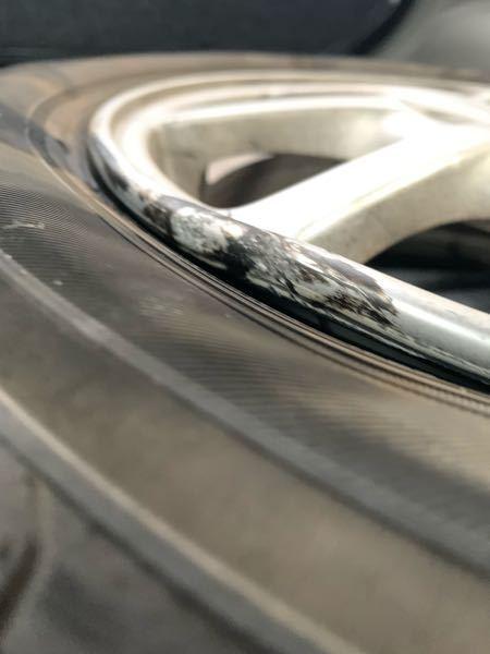 縁石に乗り上げてしまい、このようにホイールが歪んでしまいました。この場合は買い換えたるのと修理どちらがよろしいのでしょうか? 車種はミライースでサイズは14インチになります。