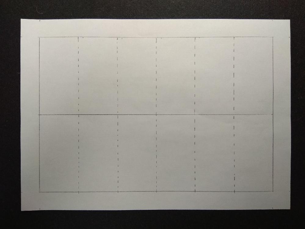 ワードで添付画像のようにつくりたい! B4の紙で添付画像のものをつくりたいです。外枠、内枠とも間隔は一定です。 どうやってつくればよいのでしょうか? よろしくお願いいたします。