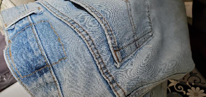 古着屋で見つけたLEVI'Sのデニムなんですが四角いロゴが書いてる部分?が無いのですが元からこういうものなんですか? それとも外す意味が何かあるのでしょうか?膝にダメージもありました。