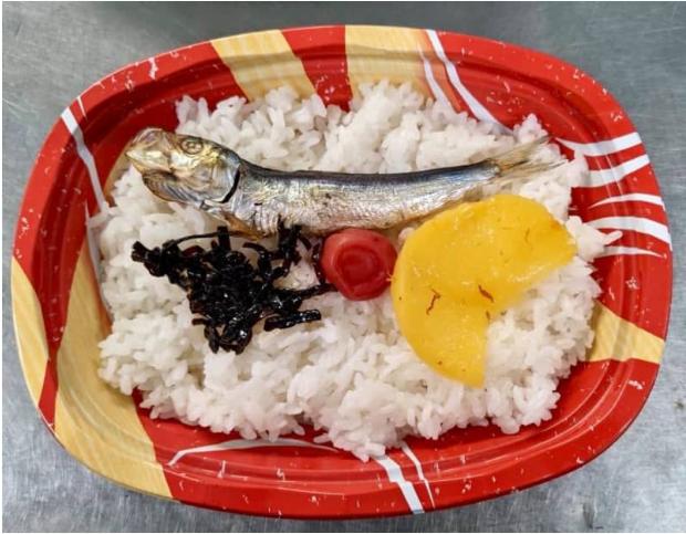 栄養学に詳しい方教えてください。 こちら、ナガノヤウメコウジさんで発売されている「昭和初期」弁当です。 これを仕事に出てる5日間の昼食に毎日食べた場合、何かこれが原因で病気になる可能性はありま...