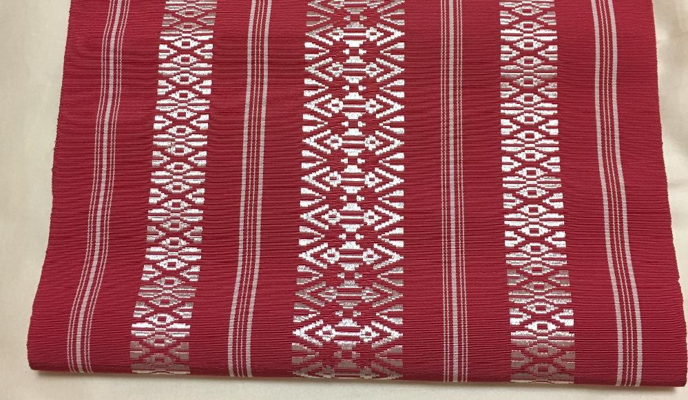 この帯は博多織でしょうか。 実家の箪笥にあったのですが証紙等は付いていませんでした。