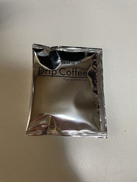 このドリップコーヒーのメーカーが分かる方いますか? お葬式の返礼品かなとも思いますがずっと家にあったものなので詳しくは分かりません。