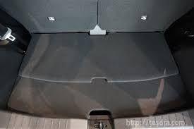 新型の日産デイズのラゲッジスペースを広げた時の底板の段差解消方法とマット。 後部座席を一番前にしてラゲッジスペースを広くした状態にして使用したいのですが、底板が前後2枚に分かれて重なっている仕様...