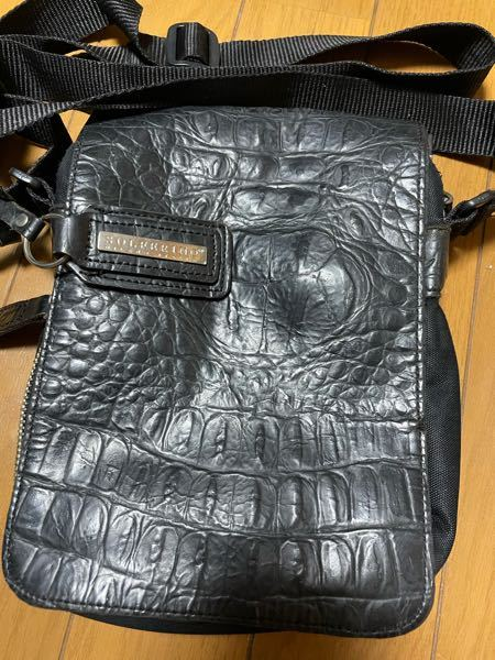 このバッグって高いブランド物とかですか? SOLFERINO MILANO ITALIA とかいてあります。 祖母の物なのでだいぶ古い物だと思います。