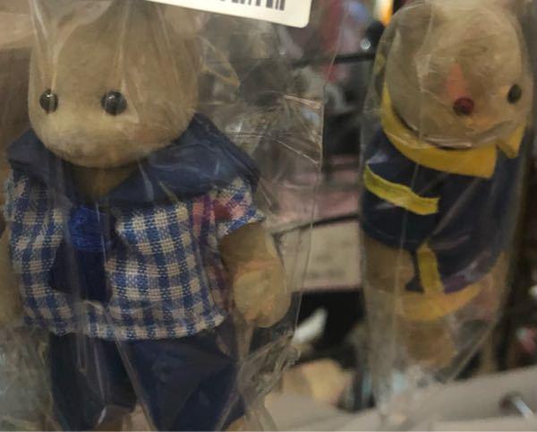 この2つは、なんの人形でしょうか? お店で見かけて、ラベル?のようなものに 「シルバニア・人形」と書かれており こんな子は居ない、かな?と思い 店員さんに聞いたら 「そこに書いてあるとおり、間違...