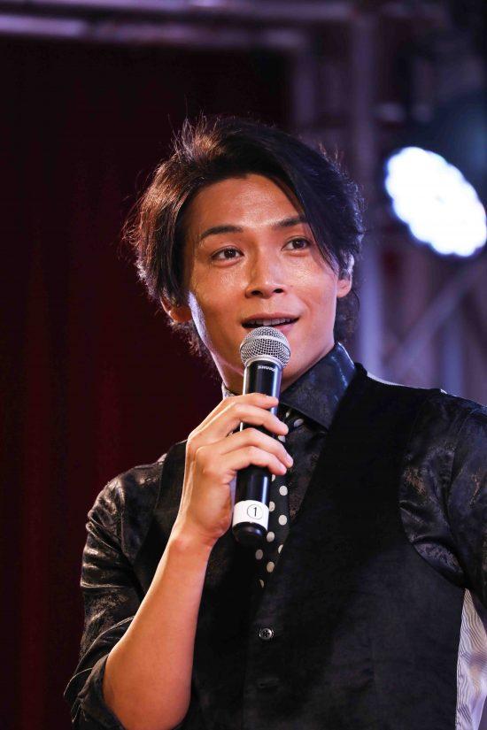 歌謡コーラスグループ・純烈のリードボーカル・白川裕二郎さんの魅力を書いてください。お願いします。