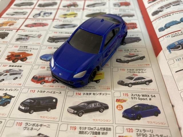 このトミカってなんの車種ですか? 今年の7月頃にバースデーで購入したとおもいます。カタログなどみても載っていなくて、、。 ちなみにいつ頃に発売されたものなのかもわかれば、詳しい方よろしくお願いします!!