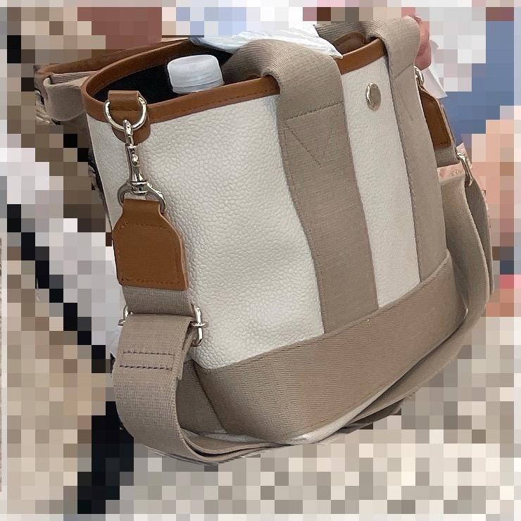 このバッグがどこで売られているか、どこのブランドが分かる方いますか?