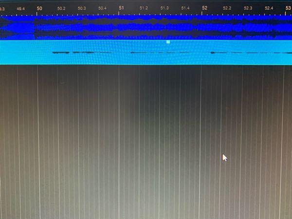 DTMについてです。 スタジオ・ワンプライムを使っているのですが。録音の時に波形がものすごく小さいです。マイクはNT1-Aで、オーディオインターフェースはプレソナスのAudioBox iTwoです。インターフェースのマイクのツマミは12時の方に向けているんですが、ほとんど声が聞こえないです。パソコン自体の音量は100です。DTM内の設定かなにかあるのでしょうか、それとも、マイクが悪かったりしますかね、初心者で知識がなくてお願い致します。。