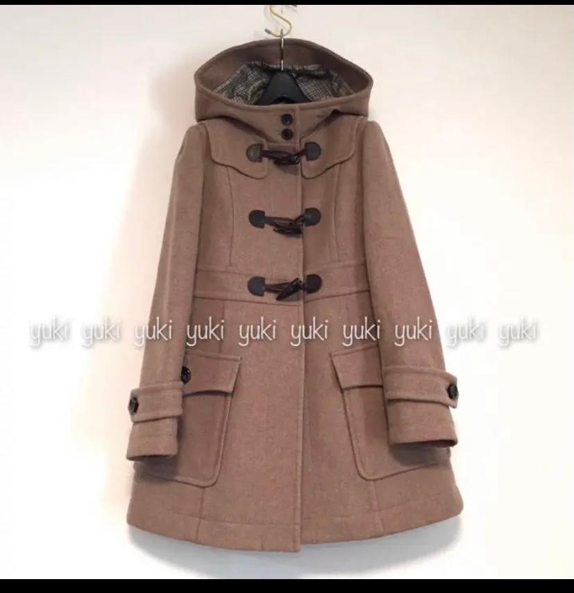 このように首が隠れるコートでも、マフラーはするものですか?